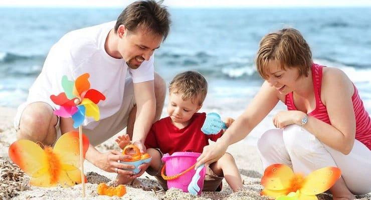 beach-bucket-families-with-kids