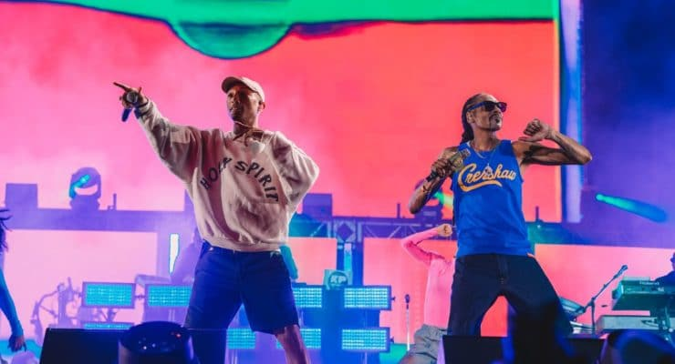 Pharrell Williams and Snoop Dogg take the stage!